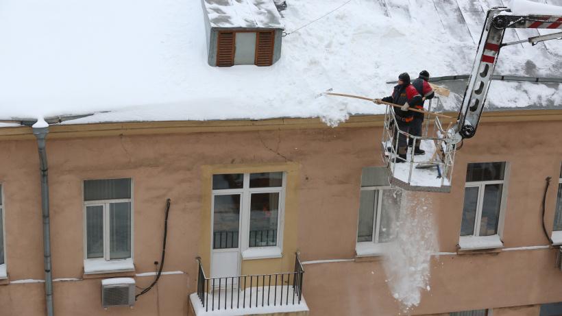 Уборка снега, очистка крыш от сосулек